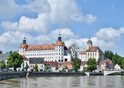 castle-neuburg-on-the-danube-bavaria-city-161122