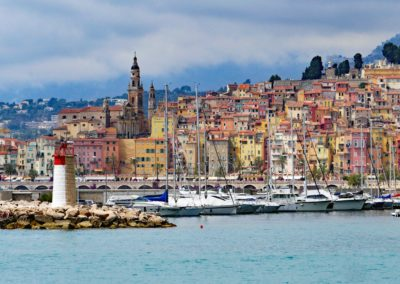 menton-old-town-harbour-entrance-lighthouse-161098