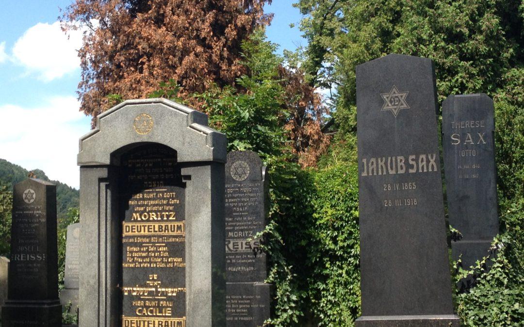 The Vsetin Jewish CemeThe Vsetin Jewish Cemeterytery