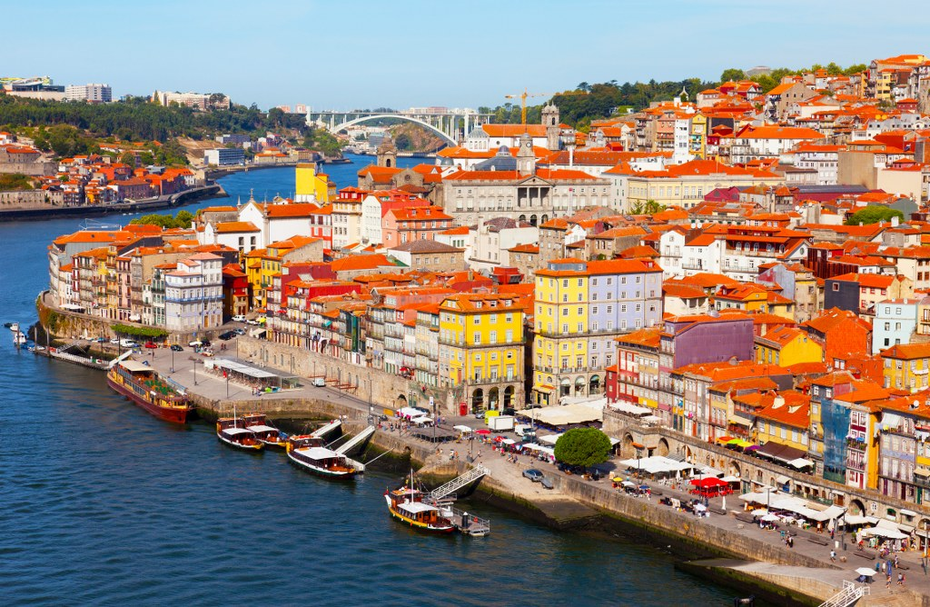 Between 5th and 15th: Finding Jewish Influence in Porto