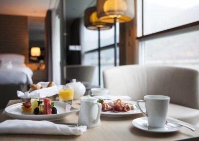 sc-suite-royalBalconySuite-dining1