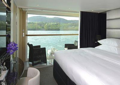 sc-suite-balcony-amber1