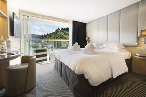 sc-suite-balcony-gem1
